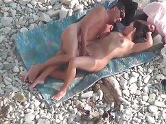 پیر جدیدترین فیلم سینمایی سکسی مرد, یک زن در لباس شنای زنانه دوتکه.