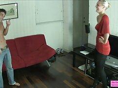او, یک خانم بلوند اخرین فیلم سکسی لاغر در مهبل (واژن).